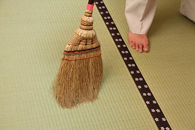 箒(ほうき)掃き